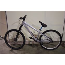 GREY NO NAME FRONT SUSPENSION MOUNTAIN BIKE WITH FRONT DISC BRAKES