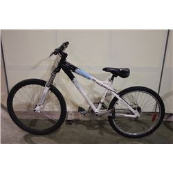 WHITE IRONHORSE LEGIT 12 SPEED FRONT SUSPENSION MOUNTAIN BIKE