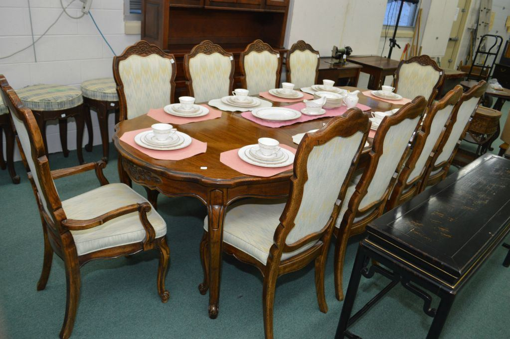 Quality oak dining room table with two skirted insert  : 265602641 from www.icollector.com size 1023 x 680 jpeg 112kB