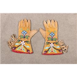 """Plateau Child's Beaded Gauntlets, 9 ¾"""" long x 5 ½ wide"""