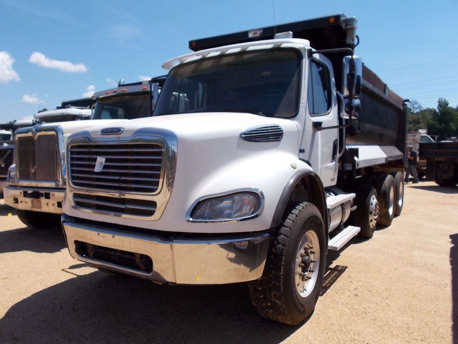 2007 freightliner business class m2 dump vin sn for Freightliner mercedes benz