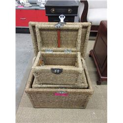 Set of 3 wicker chests