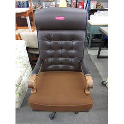 Large swivel executive office chair