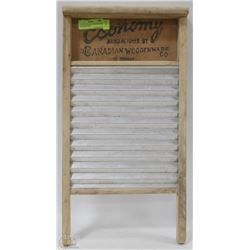 VINTAGE CANADIAN WOODENWARE CO WASHBOARD