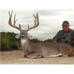 3-day Texas White-tailed Deer Hunt with Full Body Mount for One Hunter and One Observer