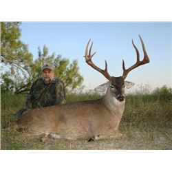 4-day Trophy 8-Point Texas White-Tailed Deer Hunt for Two Hunters