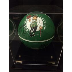 HAND SIGNED BASKETBALL BY  2007-08 CHAMPIONSHIP TEAM BOSTON CELTICS
