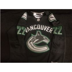 NEW W/ TAGS BLACK VANCOUVER CANUCKS JERSEY DANIEL SEDIN