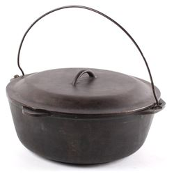 Early Cast Iron Lodge No. 12 Dutch Oven With Lid