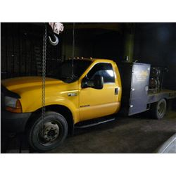 2001 FORD F-550 XL SUPER DUTY FLAT BED TRUCK WITH 10' DECK, AUTOMATIC, DUAL REAR TIRES, POWERSTROKE