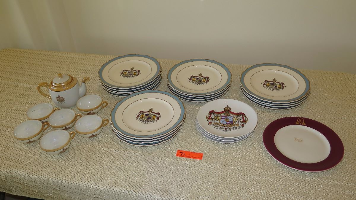 Hawaii Crest Scallop-Edged Gold Enameled Porcelain Dinner Plates (qty 17) salad plates (qty 4) ma & Hawaii Crest Scallop-Edged Gold Enameled Porcelain Dinner Plates ...