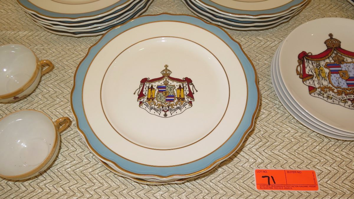 ... Image 2  Hawaii Crest Scallop-Edged Gold Enameled Porcelain Dinner Plates (qty ... & Hawaii Crest Scallop-Edged Gold Enameled Porcelain Dinner Plates ...