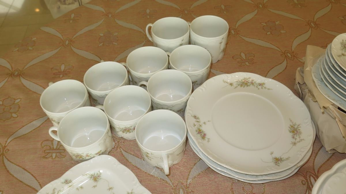 ... Image 4  Classic Rose Scallop-Edged Rosenthal Fine China Dinnerware Set - Plates ... & Classic Rose Scallop-Edged Rosenthal Fine China Dinnerware Set ...