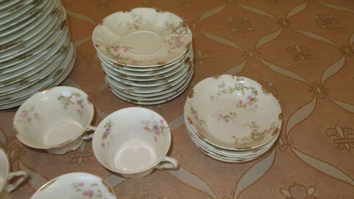 ... Image 5  Theodore Haviland Limoges Fine French China Plates Saucers Teacups ... & Theodore Haviland Limoges Fine French China: Plates Saucers ...