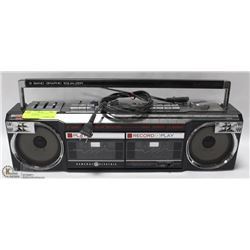 VINTAGE GENERAL ELECTRIC GHETTO BLASTER