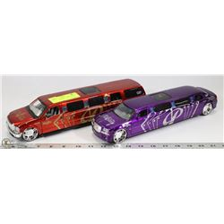 2 MAISTO DIE CAST  LIMOUSINES SCALE 1:24 EACH