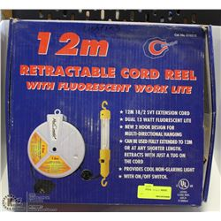 12 M RETRACTABLE CORD REEL AND LIGHT