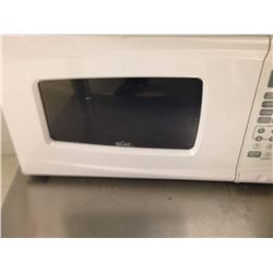 Rival White Microwave