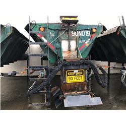 GREEN TRUCK MOUNT SALT SPREADER