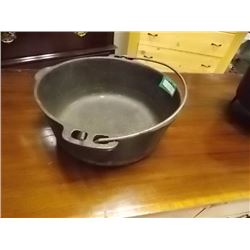 CAST IRON POT WITH HANDLE - 10""