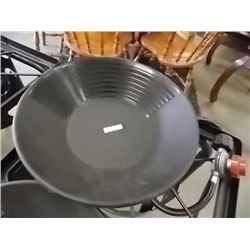 NEW GOLD PAN - ESTWING - BLACK PLASTIC - LARGE