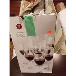 SET OF WINE GLASSES - 12 TTL