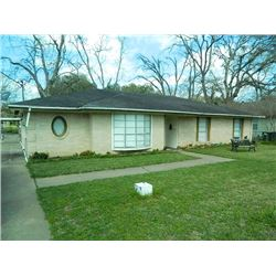 739 4th Street Sealy, Texas. 1832 sf. Brick Home built in 1960. HAC EXCLUSIVE! BE ON TOP! NICE HOME!