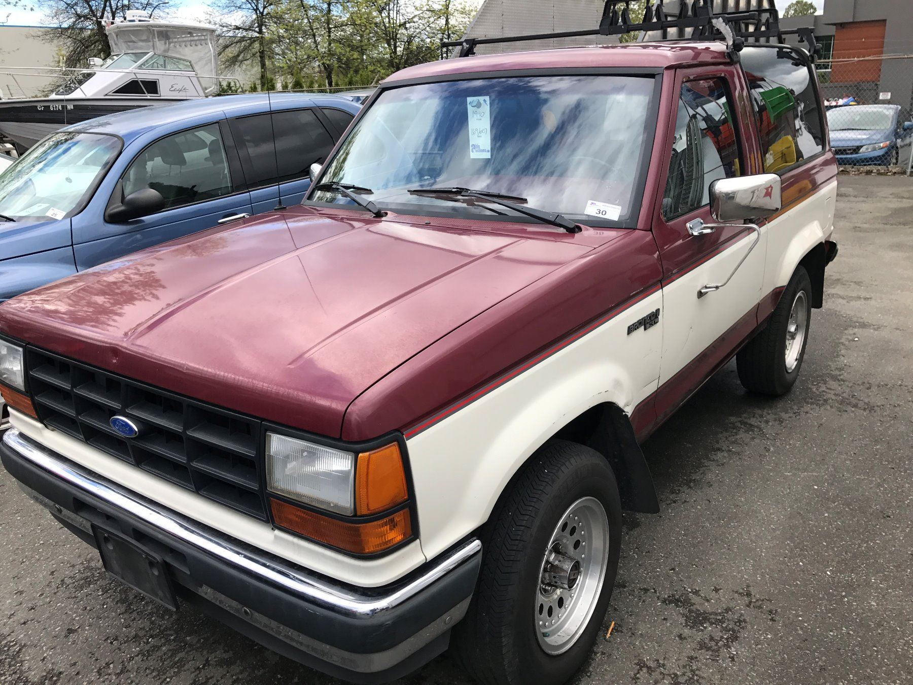 1990 ford bronco ii xl 2 door suv red white vin 1fmcu14txlua93193. Black Bedroom Furniture Sets. Home Design Ideas