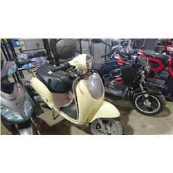 BEIGE MOTORINO ELECTRIC SCOOTER NO KEY AND NO REGISTRATION NO CHARGER