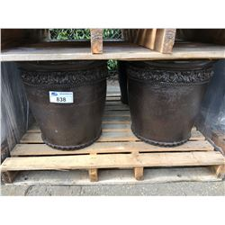 4 SHORT ROUND TEXTURED CEMENT GARDEN PLATERS