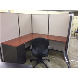 LOT OF 6 STEELCASE CORNER MODULAR WORKSTATIONS C/W OVERHEAD STORAGE AND EXTRA PANELING