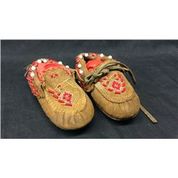 Woodlands Baby Moccasins with translucent beads