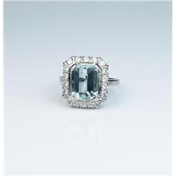 High quality Vintage design ring set with an  extra fine Aquamarine weighing over 4.00  carats and s