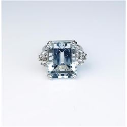 Incredible ladies ring set with a large  Aquamarine weighing approx. 20.00 carats and  six round bri