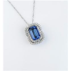 Elegant ladies necklace featuring a fine  African Tanzanite weighing approx. 3.20  carats of VVS cla