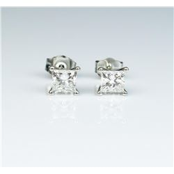Extra fine 'IDEAL' cut Princess cut diamond  stud earrings weighing approx. 0.90 carats of  E/F colo
