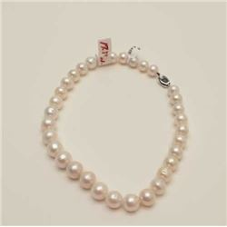 One strand of fine pearls measuring from 14mm  – 11mm in diameter and is 17.5inches long.  Est:$400-