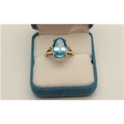 One ladies ring in  yellow gold with approx  7.5ct Swiss blue  oval topaz Est:$400-500
