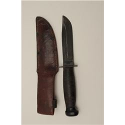 U.S.N. and Camillus marked issue knife with  scabbard. Very good condition. Normal wear  and use. Es