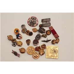 30 assorted USA military pins  Est:$75-100
