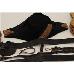 Great early U.S. military uniform lot  including an American Naval Officer's dress  chapeaux, epaule