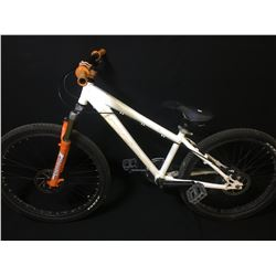WHITE NORCO 8 SPEED FRONT SUSPENSION MOUNTAIN BIKE