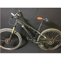 BLACK DEVINCI DISTRICT SINGLE SPEED FRONT SUSPENSION MOUNTAIN BIKE WITH FULL DISC BRAKES