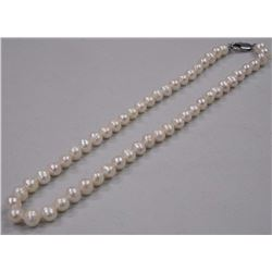 "Ladies Single Strand Pearl Necklace 16"" Knotted w"
