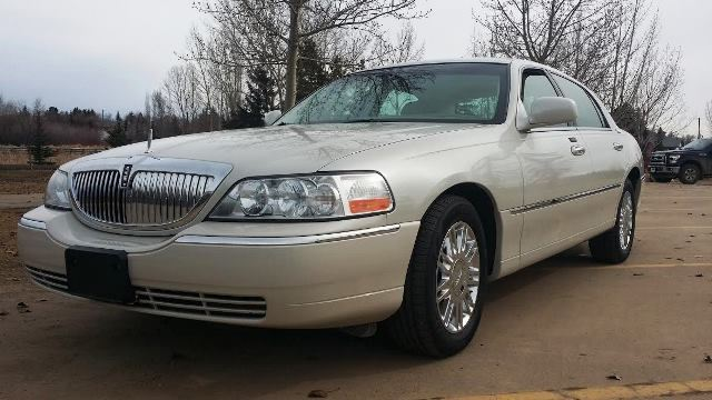 2006 Lincoln Town Car Signature Limited Sedan