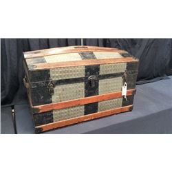 Early Hump Back Trunk with Original Till 19''T x 30''W x 17''D