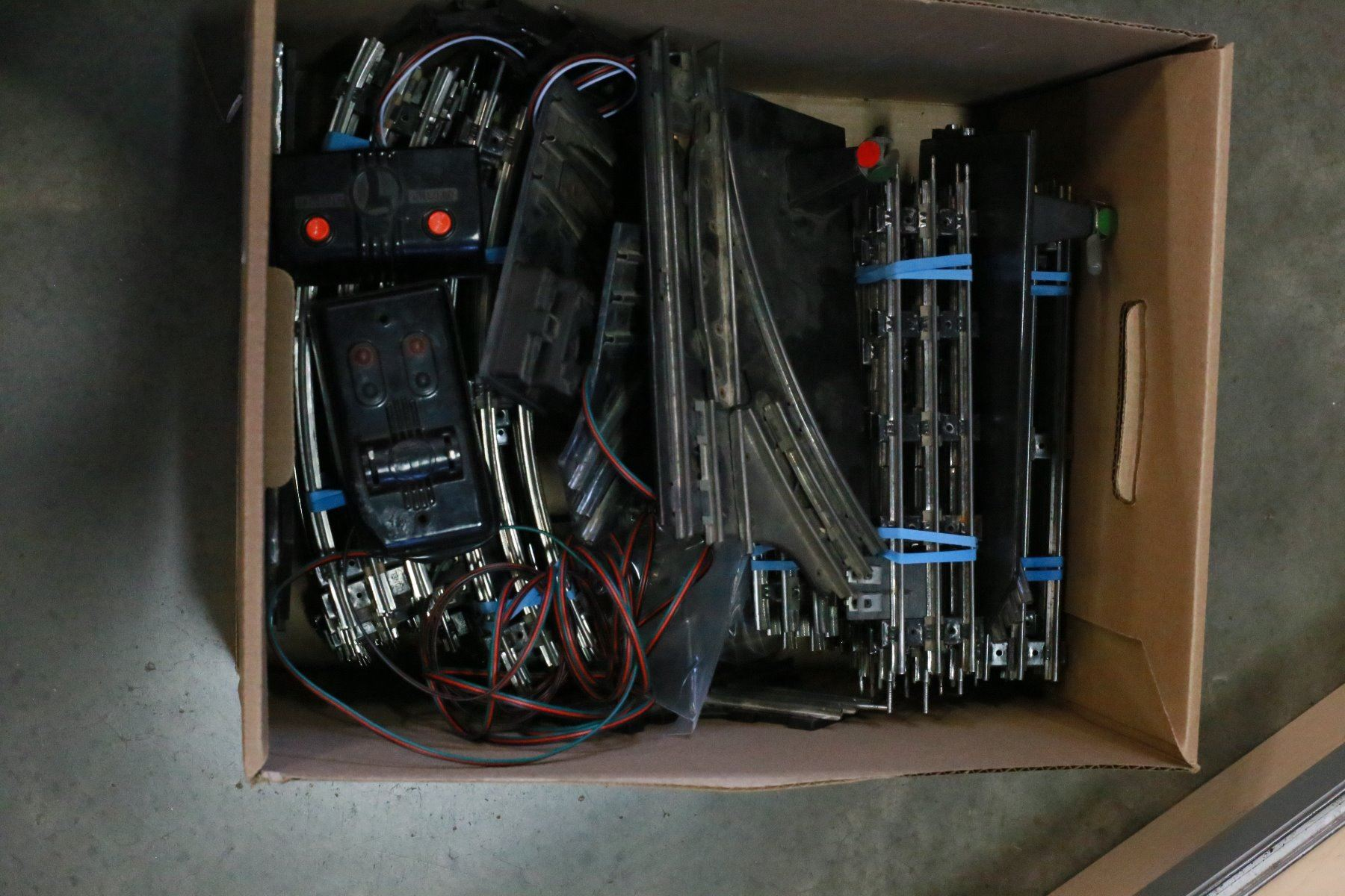 Box Of Vintage Lionel Model Train Tracks And Controls O Scale Track Wiring Image 1