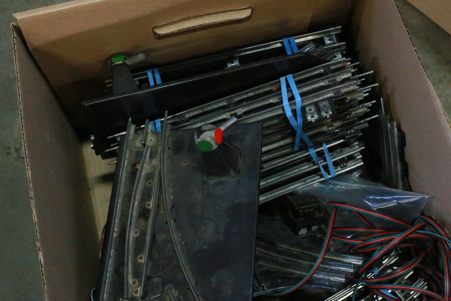 Box Of Vintage Lionel Model Train Tracks And Controls O Scale Track Wiring Image 3