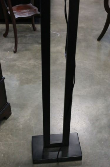 modern floor lamp and matching table lamp big valley auction. Black Bedroom Furniture Sets. Home Design Ideas