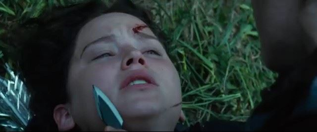 hunger games clove isabelle fuhrman hero throwing knife